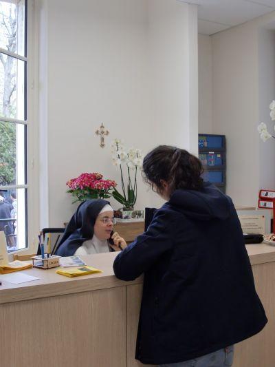 Une mission d'accueil - Notre vie est de forme monastique, de là jaillit son projet apostolique : l'animation spirituelle et matérielle des lieux de prière