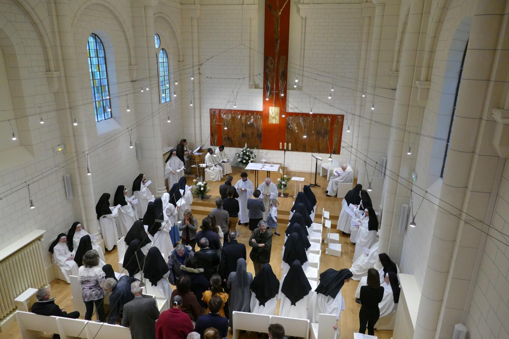 Situé dans la cité du Sacré-Coeur, tout près de la Basilique du Sacré-Coeur à Montmartre, Le Prieuré Saint-benoît vous ouvre ses portes !