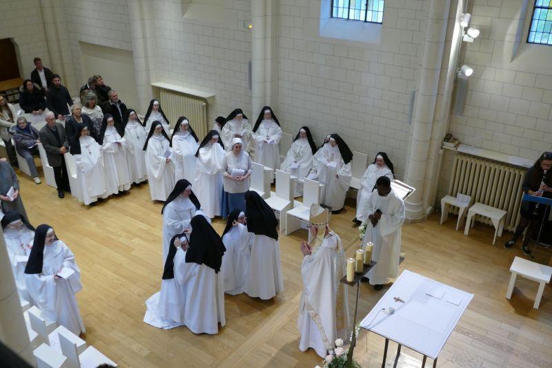 La Congrégation des Bénédictines du Sacré-Cœur de Montmartre s'appuie sur la Fondation des Monastères à qui vous pouvez adresser votre don